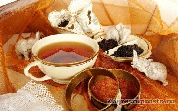 Если не хотите получить вред от чёрного чая в виде бессонницы и всё ночь считать слоников - не пейте его перед сном.