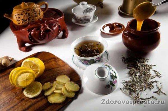 Несмотря на то, что в зелёный чай не стоит ничего добавлять, пить натощак его тоже не стоит.