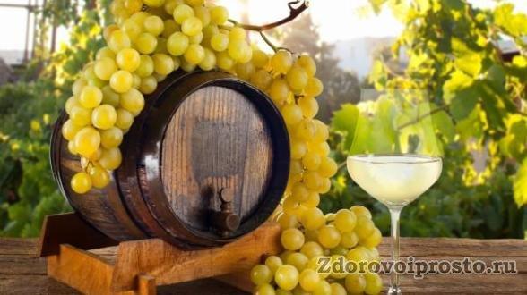 Во многом вред и польза белого вина обусловлены веществами, которых в исходном винограде нет.