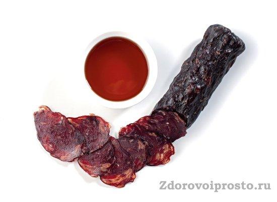 При виде такой колбасы казы все рассуждения о пользе и вреде мяса конины просто вылетают из головы.