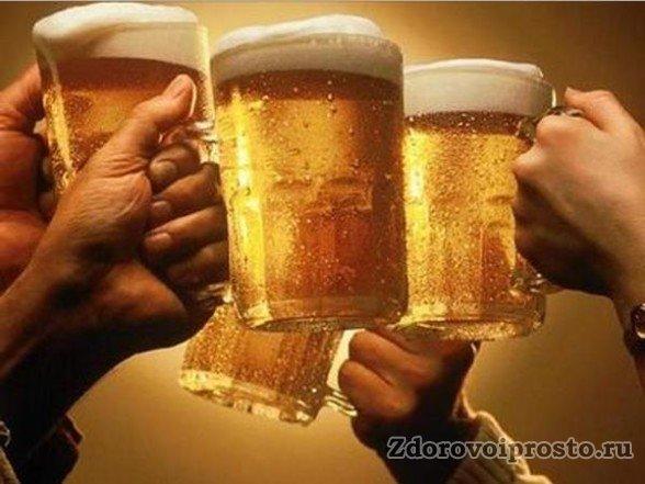 Стоп-стоп-стоп, не торопимся поднимать бокалы, пока мы не разобрались, как именно нападет вред пива на организм мужчины!