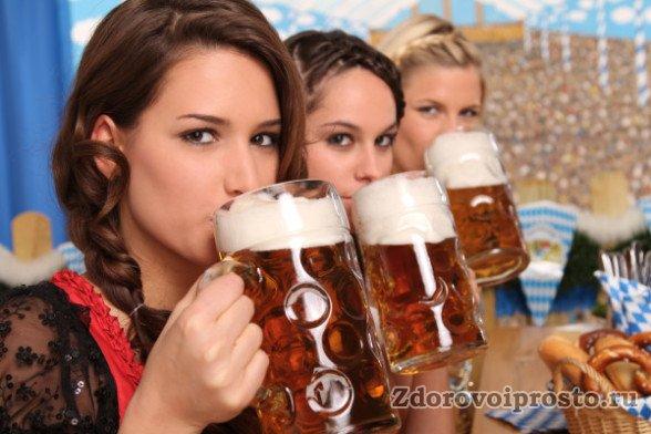 Хотя воздействие вреда пива на организм мужчины более изощрённо, чем на организм женщины, но особо налегать на него не стоит и девушкам.