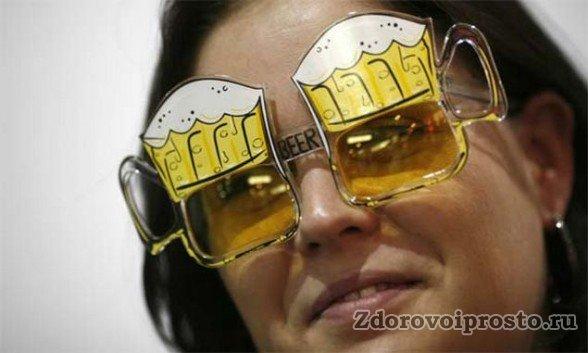 Сторонники водки считают, что любители пива смотрят на мир через пивные очки. А те считают ровно наоборот.