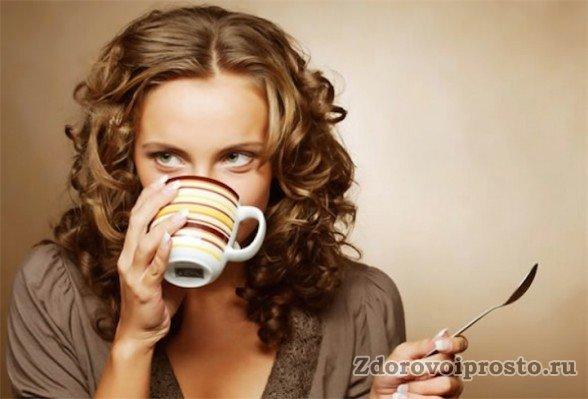 Крепкий чай приносит пользу при воспалительных процессах в глазах.