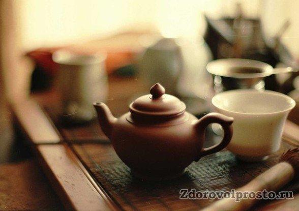 При заварке в заварнике расчётное количество монастырского чая на каждую кружку не меняется.