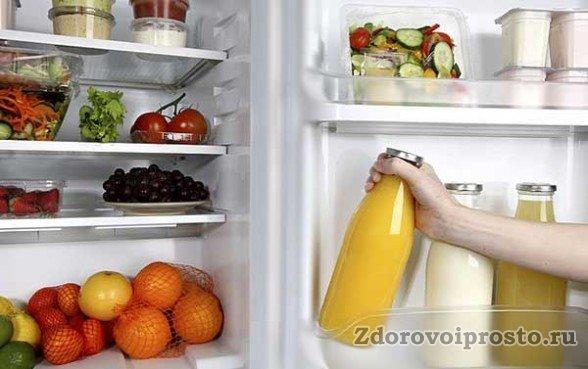 Можно ли хранить мёд в пластиковой таре или нет также в большой степени зависит от температуры хранения.
