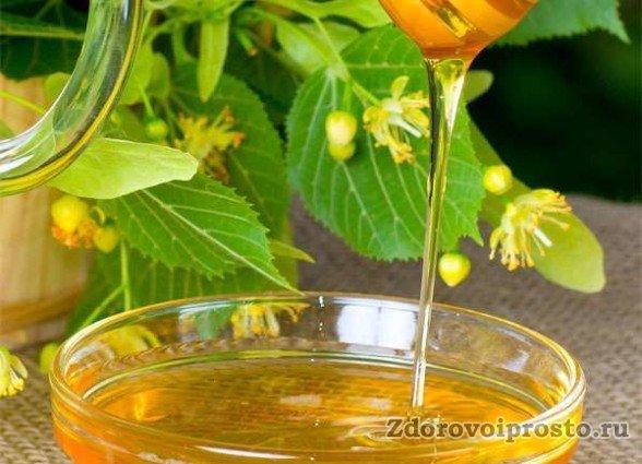 Жидким чистый липовый мёд бывает не более четырёх месяцев после откачки.