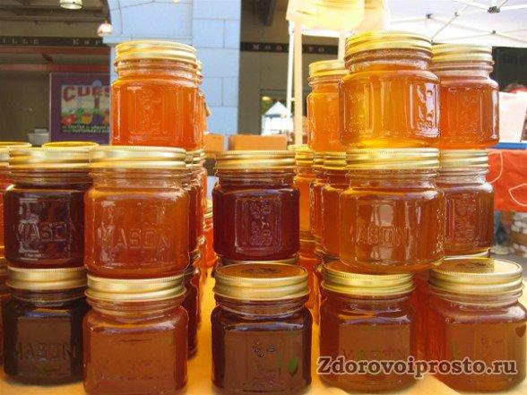 Желательно использовать с живицей мёд, противопоказания и полезные свойства которого подходят под ваше заболевание.