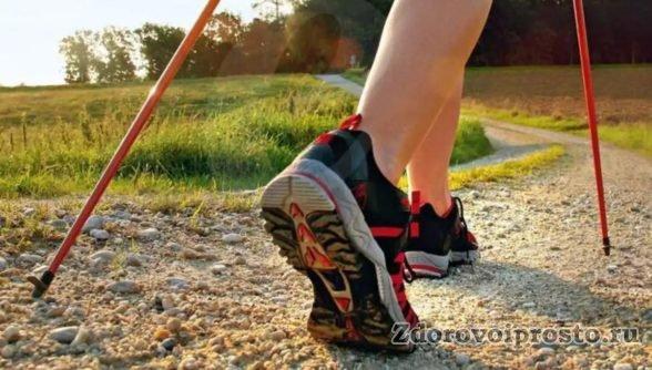 Скандинавская ходьба для начинающих: правильная обувь на лето.