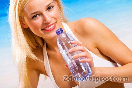 Польза воды для организма человека всегда хороша видна - как красивая, здоровая кожа.
