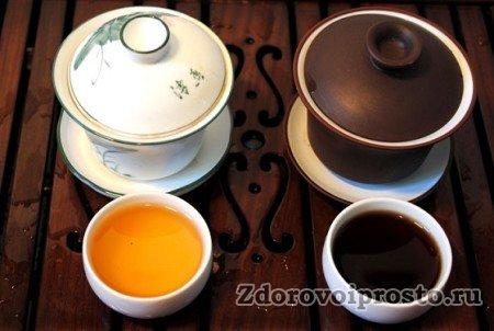 Готовые чай пуэро Шен (слева) и чай пуэро Шу (справа).